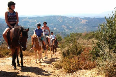 Deres   riding   tours   for  beginners